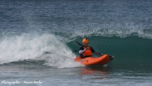 dumbi_surf_kayak1