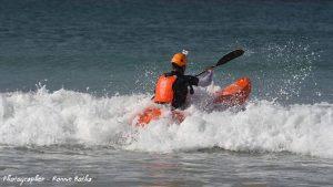 dumbi_surf_kayak2