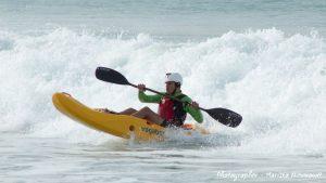 dumbi_surf_kayak4