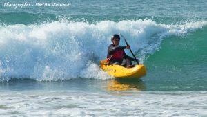 dumbi_surf_kayak