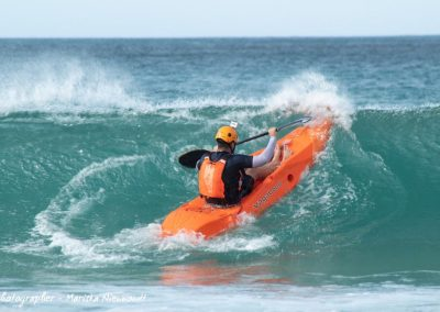 a dumbi_surf_kayak