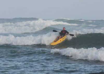 dumbi_surf_kayak1