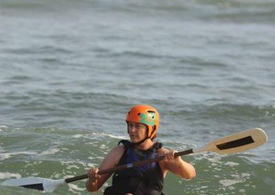 dumbi_surf_kayak3